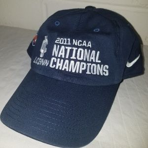 the best attitude 9ee2f a6cfc 💥NWOT💥 UConn 2011 NCAA Champions Nike Hat